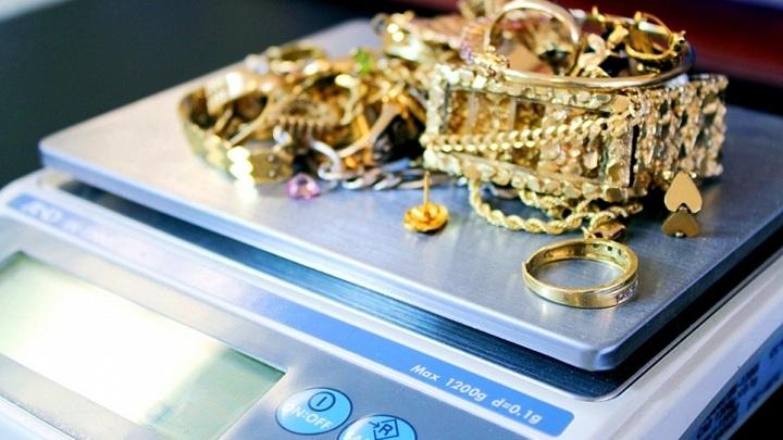 Брат украл у жительницы Коврова ювелирные украшения на 50 тысяч рублей
