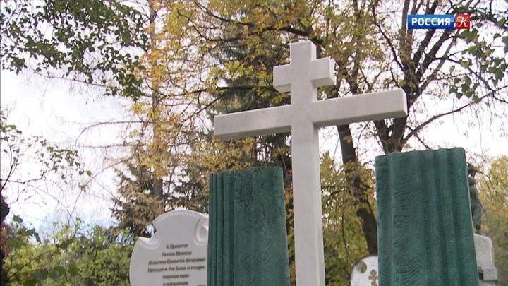 На Новодевичьем кладбище открыли памятник Марку Захарову