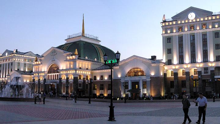 Железнодорожный вокзал в Красноярске /commons.wikimedia.or