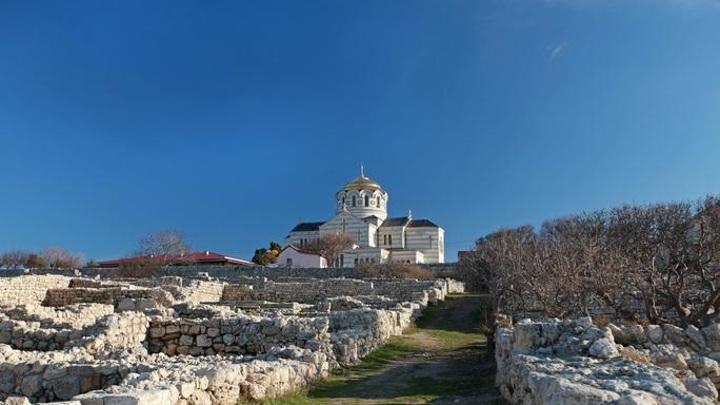 В Херсонесе нашли площадь, где крестился князь Владимир