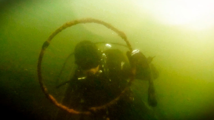 """Мусорный """"Титаник"""". Дайверы показали, что хранится на дне уральских озер"""
