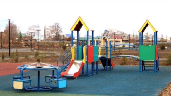 Вверх тормашками: в Оренбургской области чиновники прокомментировали перевернутые детские карусели