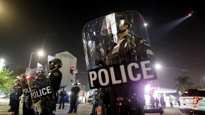 В ряде городов расколовшейся Америки произошли беспорядки