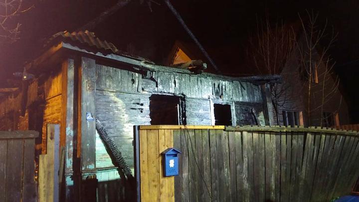 В Омской области женщина и двое детей погибли в огне пожара