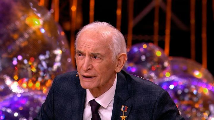 """Кадр из программы """"Привет, Андрей"""". Василий Лановой"""