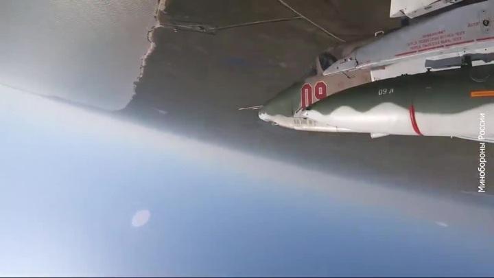 """Модернизированные Су-25 впервые сделали """"бочку"""" и """"мертвую петлю"""""""