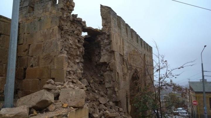 Последствия обрушения стены в Дербенте оценят специалисты Минкульта РФ