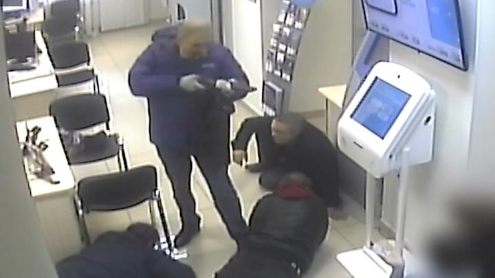 Налетчик, застреливший человека при ограблении банка, оказался невменяемым