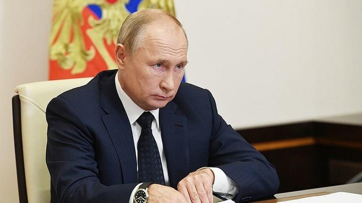 Владимир Путин упразднил Роспечать и Россвязь