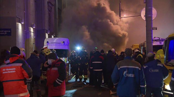 Пожар на Ленинградке локализован: пожарные ждали отключения кабелей