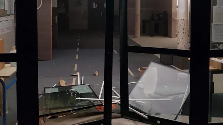 Во Франции неизвестные въехали в мечеть на автомобиле