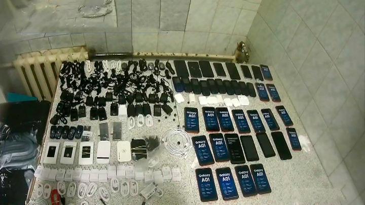 Телефоны, зарядки, наушники: как обыскивали Бутырку