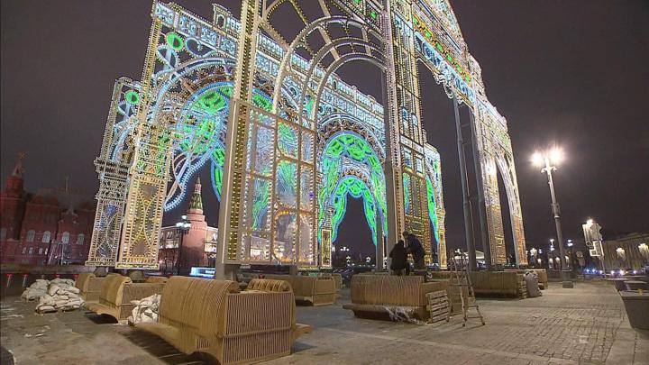 Волшебство и улыбки: Москва готовится к Новому году