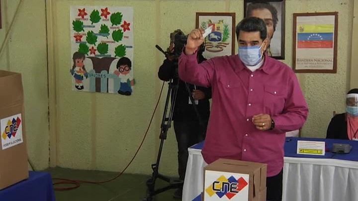 Выборы в Венесуэле: давление на избирателей и минимальная явка