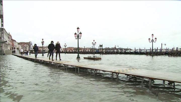 Неточные прогнозы и ветер: плотина не спасла Венецию от затопления
