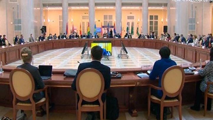 Эпидемиологи со всего мира обсуждают в Петербурге противодействие COVID-19