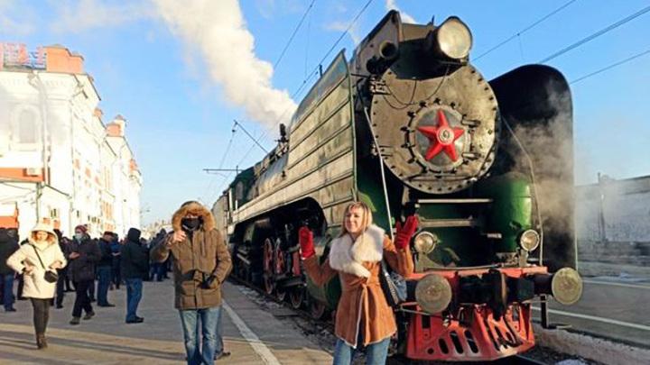 Ретропоезд привез первых гостей в новогоднюю столицу России