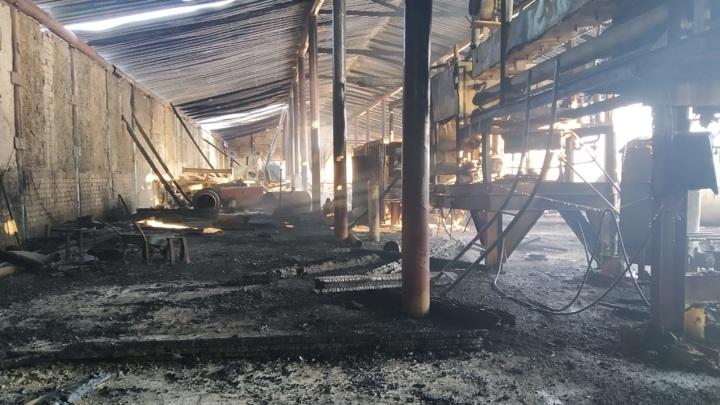 В результате пожара на автостоянке в Волжском районе погиб человек