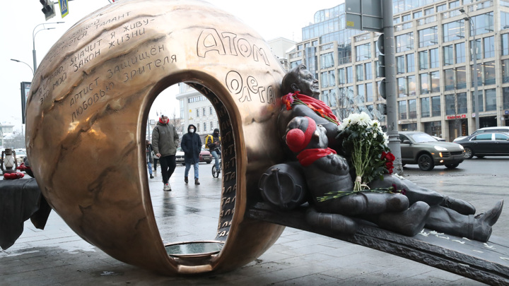 В Москве открыли памятник Олегу Табакову