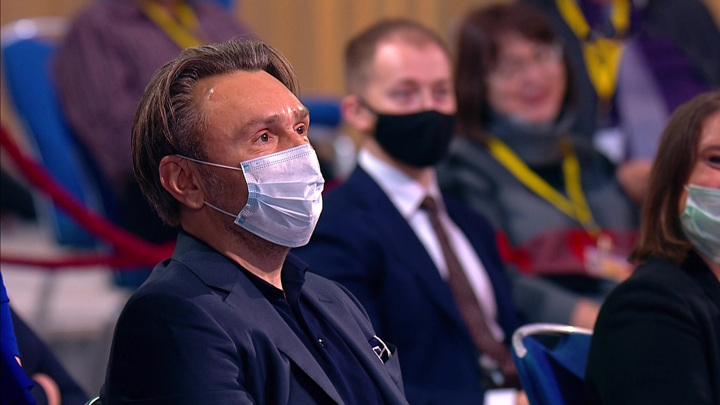 Песков рассказал, почему позволил Шнурову задать вопрос Путину