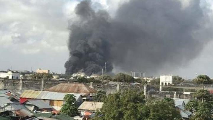 Смертник взорвался на стадионе в Сомали и убил несколько человек