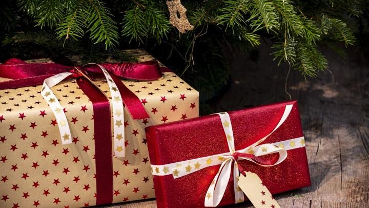 Игрушки, подарки и новогодние аксессуары могут стать переносчиком covid-19