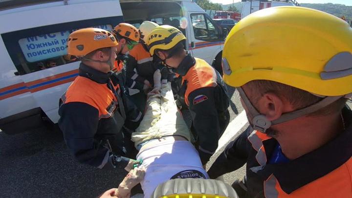 Спасатели ищут людей под завалами в Калужской области