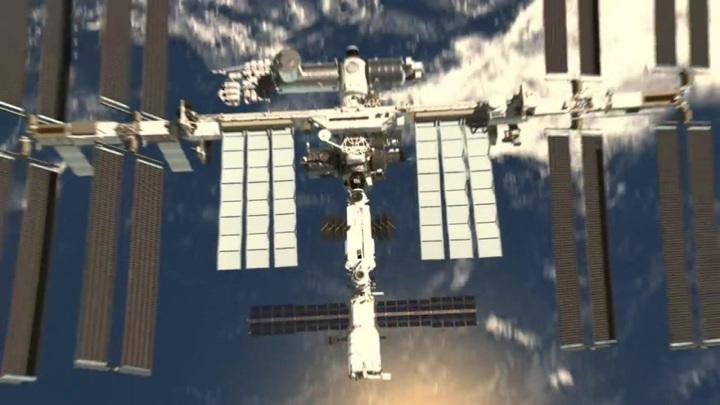 Космонавт Кудь-Сверчков просит россиян помахать МКС