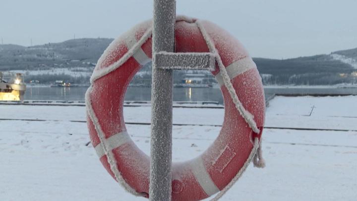 """Поиски рыбаков с затонувшей """"Онеги"""" решили продолжить"""