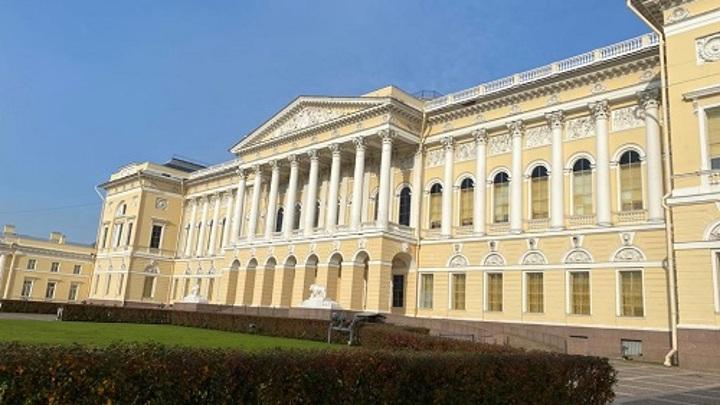 Русский музей получил в дар коллекцию экспонатов из предметов искусства ХХ века