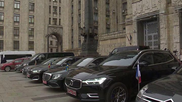 Москва объявила о высылке дипломатов из стран Прибалтики и Словакии