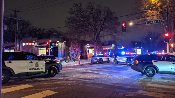 Полицейский застрелил мужчину недалеко от места убийства Джорджа Флойда