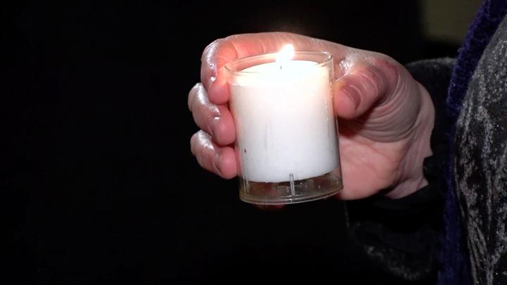 Британцы зажигают свечи и скорбят по выходу из ЕС