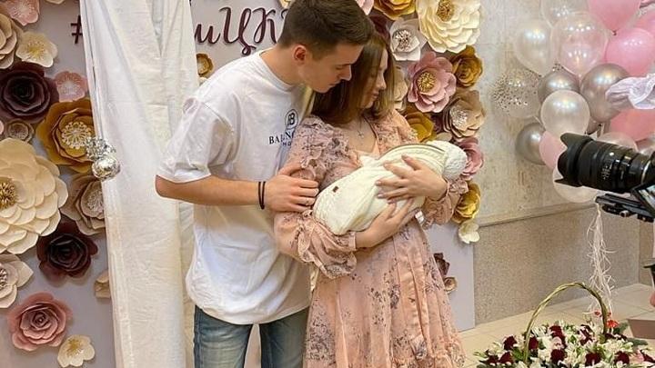 Арсений Шульгин с женой и дочерью