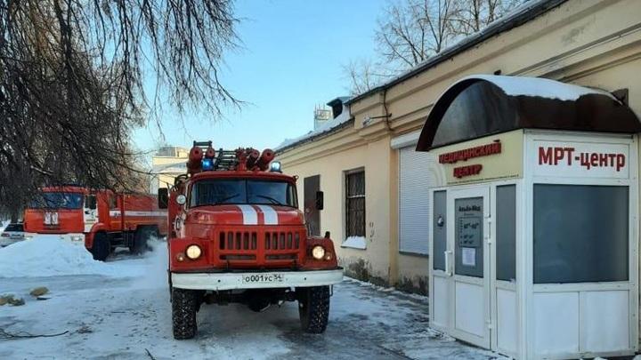 Пожарные потушили огонь в новосибирском медцентре