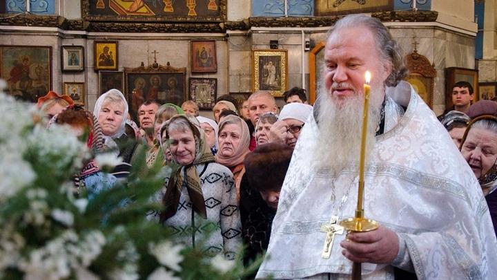 Дома в Рождество. В Челябинской области ограничат доступ в храмы