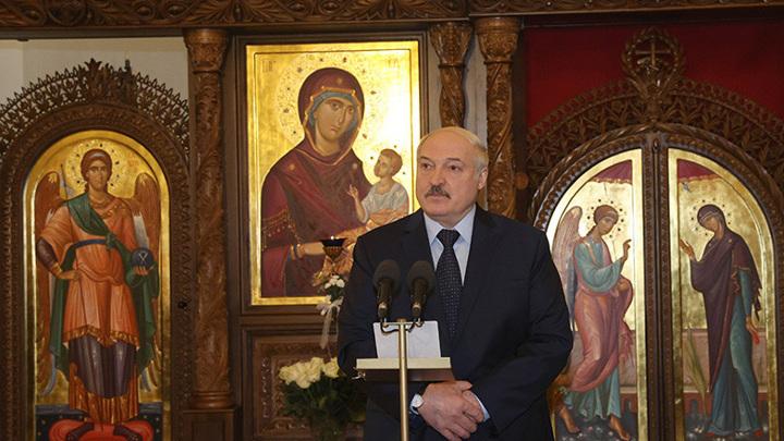 """В Рождество Лукашенко призвал белорусов """"взять в руки голову"""""""