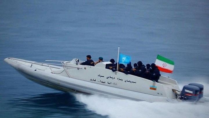 Корабли КСИР вышли на парад в Персидский залив
