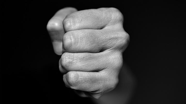 Одни проигравшие. Житель Крыма на спор ударил приятеля и убил его