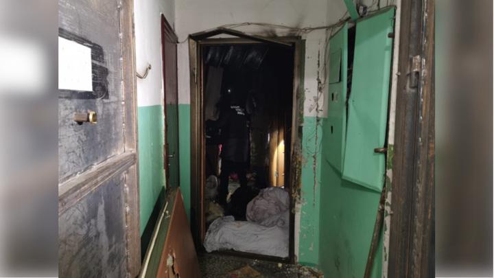 Трагедия в Хабаровске: погибшие пытались открыть дверь горящей квартиры