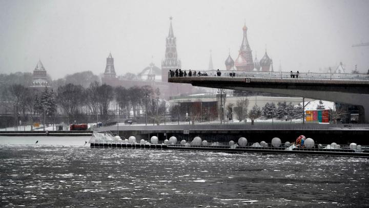 Разворот в сторону зимы: в Москве похолодает и усилится снег