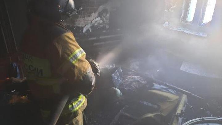 Эксперты выясняют причины пожара в Тюменской области, в котором погибли двое детей