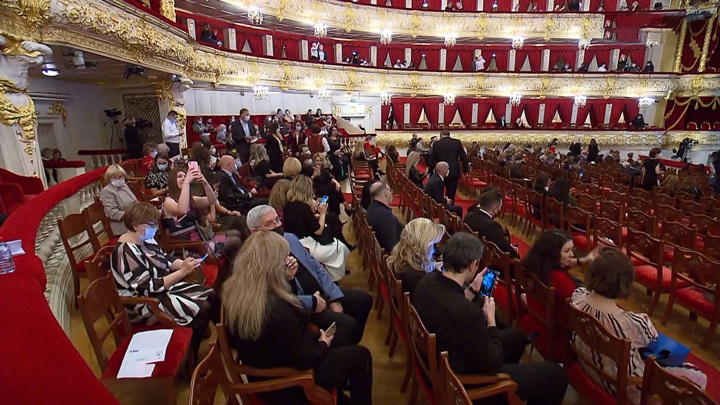 Ограничения в Москве: что отменяется, а что остается