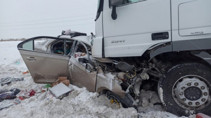 Шансов не было. Самарская семья погибла в страшном ДТП с грузовиком