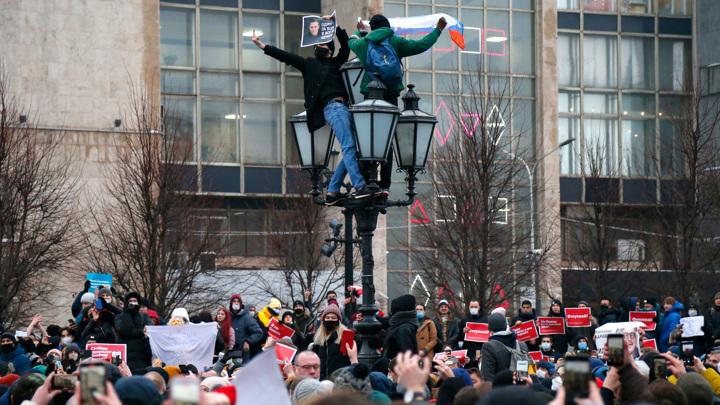 Задержанного на Пушкинской площади ребенка передали родителям