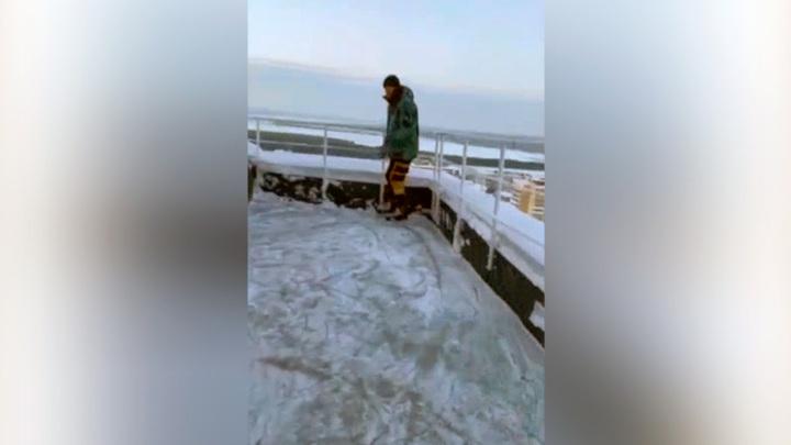 С высоты птичьего льда. Челнинский блогер залил каток на 24 этаже