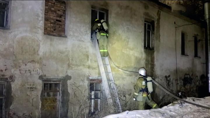 Четыре жителя Смоленска едва не погибли на пожаре в собственном доме