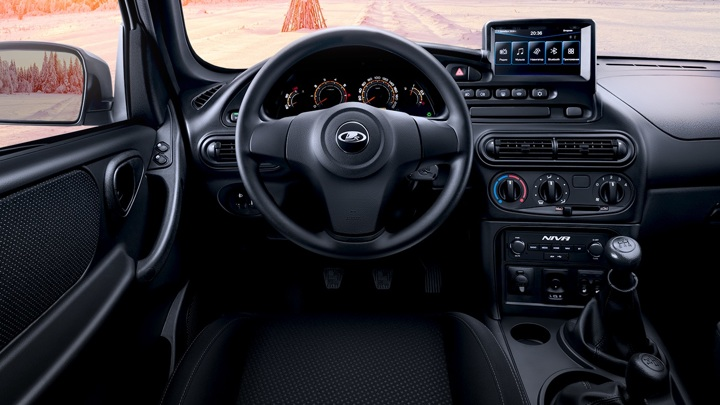 Шеф-дизайнер Aston Martin определит новый облик Lada
