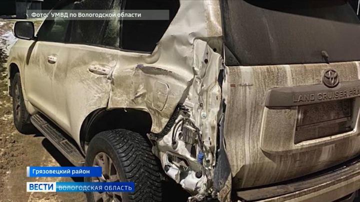 Трое детей пострадали в результате столкновения иномарки и грузовика под Грязовцем