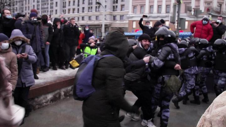 Суд арестовал подравшегося с ОМОНом на незаконной акции в Москве чеченца